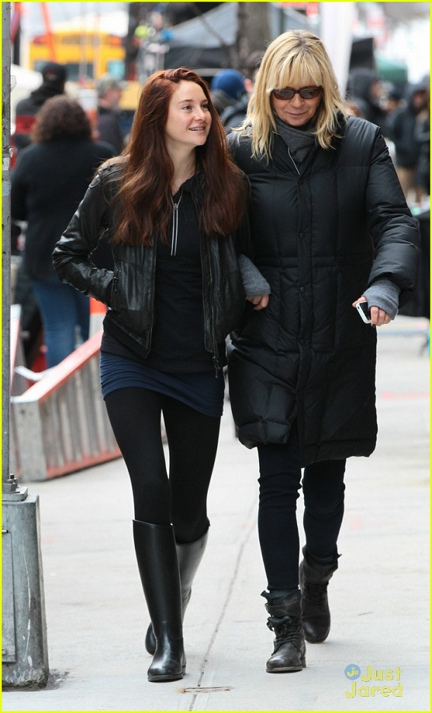 shailene-woodley-red-hair-for-amazing-spider-man-2-filming-07