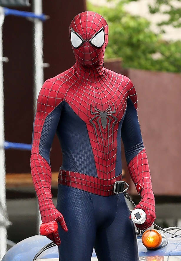 Actor Andrew Garfield films 'The Amazing Spiderman' in Brooklyn, New York