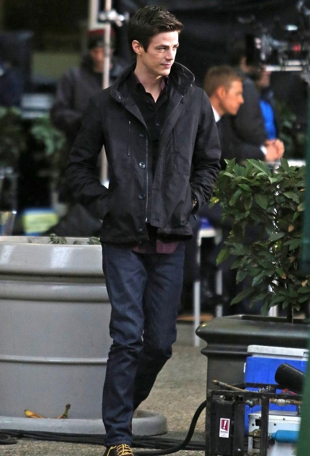 grant-gustin-begins-filming-the-flash-01