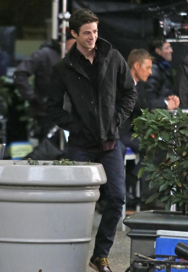 grant-gustin-begins-filming-the-flash-05