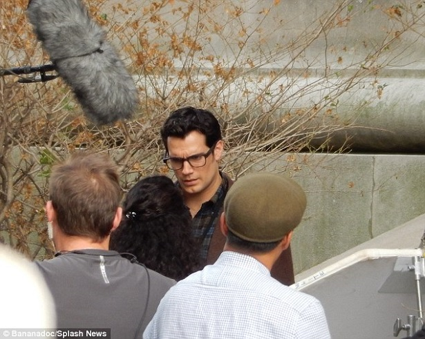 1409741665048_wps_40_EXCLUSIVE_Henry_Cavill_se